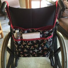 Back of wheelchair tote showing pockets