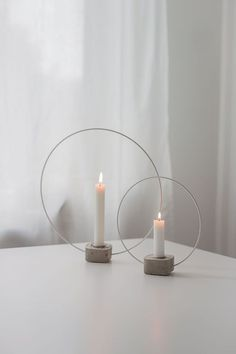 Ever since I saw Sandras glass candle holder, Ive been . - Ever since I saw Sandras glass candle holder, Ive been … - Cement Art, Concrete Cement, Concrete Crafts, Concrete Projects, Concrete Design, Deco Table Noel, Decoration Christmas, Glass Candle Holders, Diy Candles