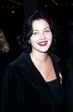 Pin for Later: Here's Proof That Drew Barrymore Is a True Beauty Junkie February 1996 90s Grunge, Grunge Style, Grunge Outfits, Grunge Hair, Grunge Look, Soft Grunge, Drew Barrymore 90s, John Barrymore, Courtney Love