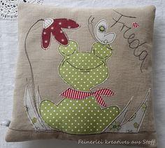 Kissen - Kissen Frosch Namenskissen Kuschelkissen - ein Designerstück von Feinerlei bei DaWanda