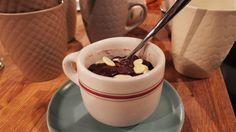 Brownie dans une tasse au micro-ondes | Marina Orsini | ICI Radio-Canada.ca Radios, Marina Orsini, Micro Onde, Brownie, Small Cake, Something Sweet, Cobbler, Chocolate Fondue, Scones
