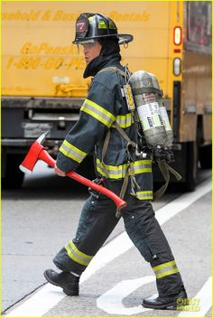 Matt Bomer: Fire Fighter on 'White Collar' Set!: Photo Matt Bomer dons a firefighter uniform while taking a break from filming scenes for his hit show White Collar on Tuesday (July in New York City. White Collar Quotes, Neal Caffrey, Hot Cops, Show White, Just Jared, Matt Bomer, Sexy Men, Tv Shows, Punk