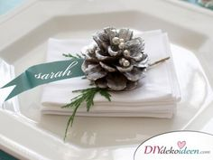 Christmas centerpieces, table decorations and tablescapes for your upcoming holiday entertaining. Christmas Table Settings, Christmas Tablescapes, Christmas Table Decorations, Holiday Tables, Holiday Dinner, Decoration Table, Noel Christmas, All Things Christmas, White Christmas