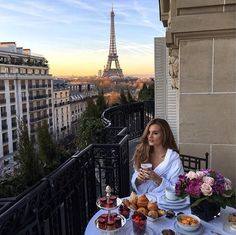 Travel inspo Plaza Athenee, Paris cc @niomismart