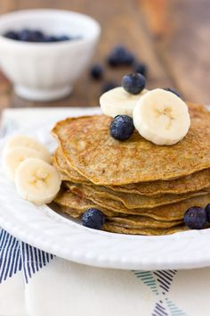 Banana Egg Almond Butter Pancakes - Grain Free and Dairy Free Banana Egg Oat Pancakes, Banana And Egg, No Egg Pancakes, Paleo Pancakes, Health Pancakes, Nachos Mexicanos, Smoothies, Bowls, Keto Pancakes