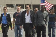 Idris Elba, Chris Evans, Jeffrey Dean Morgan, Zoe Saldana, Óscar Jaenada and Columbus Short in The Losers