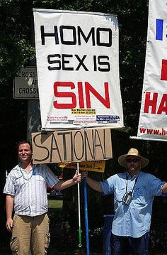 The funniest signs supporting gay marriage from Funnyordie.com