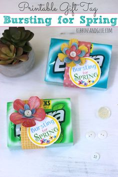 Bursting for Spring Gift Idea with Free Printable Tag.  Just attach printable tag on to a pack of Extra® gum and embellish with flowers! Such a simple Spring party favor or craft idea. #GIVEEXTRAGETEXTRA, #Kroger #ad