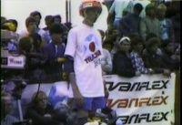 Uma sessão histórica com Christian Hosoi e Tony Hawk como já era de costume nos anos 80 os dois skatistas dominavam a cena no skate e Tony Hawk como sempre começava voando alto na sessão e levantando a galera.