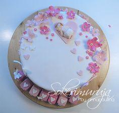 Sokerimuruja : Kun on oikein pieni voi levätä kukassa tuoksuvassa. Onnea pienelle tyttövauvalle! Ristiäiskakku pienelle tytölle. / Christening Cake for a baby girl.