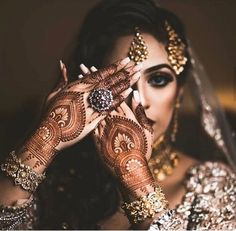 94 Easy Mehndi Designs For Your Gorgeous Henna Look Unique Mehndi Designs, Wedding Mehndi Designs, Best Mehndi Designs, Tattoo Designs, Henna Tatoos, Henna Mehndi, Henna Nails, Mehndi Decor, Bridal Nails Designs