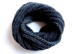Instructions: Knit a simple gray loop scarf – Best Knitting 2020 Knitting Websites, Knitting Blogs, Easy Knitting, Crochet Poncho Patterns, Knit Crochet, Knitting Patterns, Jumper Designs, Wordpress, Knit In The Round