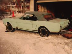 This is the First Mustang Ever Sold First Mustang, Mustang Cobra, Sexy Cars, Hot Cars, 1966 Chevelle, Old Vintage Cars, Classic Mustang, Mustang Convertible, Pony Car