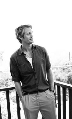 Skarsgaard  Oohhh Eric!!! How I do love you and all your gorgeousness :))