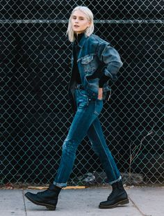 How To Coordinate Your Accessories For A New Look – Fashion Trends Doc Martens Outfit, Style Doc Martens, Doc Martens Fashion, Doc Martens Boots, Double Denim, Doc Martens Noir, How To Wear Denim Jacket, 1990s Fashion Trends, Outfits Inspiration