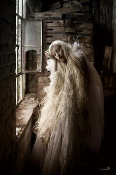 https://photography-classes-workshops.blogspot.com/ #Photography Fantasy | Magical | Fairytale | Surreal | Enchanting | Mystical | Myths | Legends | Stories | Dreams | Adventures | Myra snöflinga Photo by: AU-CONTRAIRE PHOTOGRAPHY (Raperonzolo)