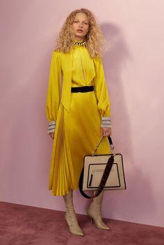 Fendi Resort 2018 Fashion Show Collection ~ETS Fashion 2018, Fashion Week, Look Fashion, Runway Fashion, High Fashion, Fashion Dresses, Womens Fashion, Fashion Design, Fashion Tips