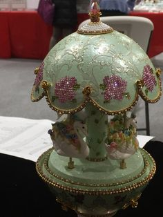 Carousel Musical, Christmas Crafts, Christmas Decorations, Faberge Eggs, Egg Art, Egg Decorating, Easter Eggs, Projects To Try, Carving