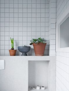 Love plants in the bathroom (someday-when I have a bathroom window) and love the tile grid. Bathroom Renos, Bathroom Renovations, Bathroom Interior, Modern Bathroom, Design Bathroom, Bad Inspiration, Bathroom Inspiration, Interior Inspiration, Recessed Shelves