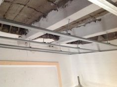 Revestimientos  Montaje de perfilería previa, para montaje y colocación de falso techo de cartón yeso.