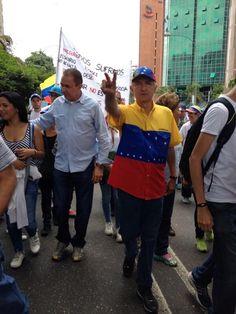 Siempre solidario con el Movimiento Estudiantil @alcaldeledezma en la marcha #LaEducacionSeRespeta