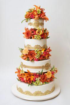 Cake Designer Ron Ben-Israel Talks Wedding Cake Trends | Photo by: Ron Ben-Israel Cakes | TheKnot.com