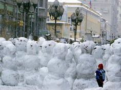 A Child Plays Among the Snowmen Made at the Arbat Fotografik Baskı at Art.com