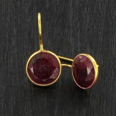 BO Round rubis rose - plaqué or http://www.by-johanne.com/boucles-d-oreilles/1740-bo-round-rubis-rose-plaque-or.html