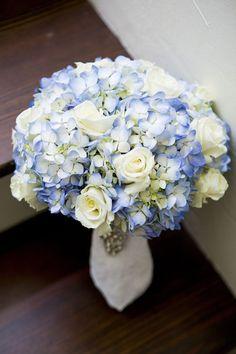 white rose and blue hydrangea wedding bouquet - photo: tonya beavers photography, floral design: dottie b florist | rose bouquets weddings via http://emmalinebride.com/bouquets/rose-bouquets-weddings/