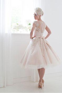 Bateau Applique Button Tulle short Wedding Dresses