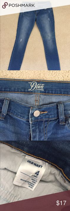 ✨NWOT✨Old Navy Diva Distressed Skinny Jean Brand new super soft Old Navy Diva Distressed Skinny Jean size 4 short. Never worn! I love the way they feel but they were too small for me 😭 please make me an offer and take them off my hands so I don't get sad every time I see them 😞 Old Navy Jeans Skinny