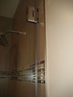 Schluter edge on shower wall Tile Shower Niche, Bathroom Tub Shower, Bathroom Plans, Bathroom Renovations, Bathroom Remodelling, Tile Tub Surround, Shower Surround, Metal Edging, Metal Trim