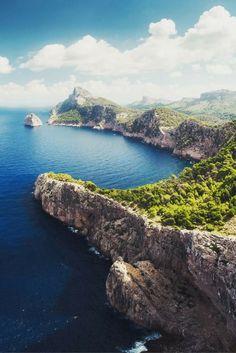 Mallorca is PRACHTIG met zijn kleine baaitjes met azuurblauw zeewater ✨ Op dit Spaanse eiland is echt zoveel te beleven dat je jezelf gewoon niet kunt vervelen! Pssst.. deze is ook nog eens All Inclusive dubbel genieten dus >>> https://ticketspy.nl/all-inclusive/vroegboeker-mallorca-7-dagen-inclusive-een-prachtig-hotel-va-e367/