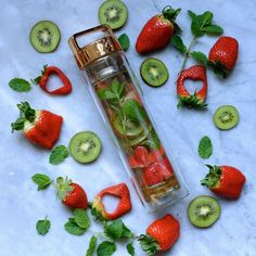 Strawberry, Kiwi & Mint Detox Water // by Infused Water Benefits, Fruit Benefits, Infused Water Recipes, Fruit Infused Water, Infused Water Bottle, Health Benefits, Water Bottles, Mint Detox Water, Mint Water