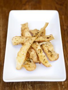 Herb & Garlic Crisps - bread crust   re-designed Bread Crust Recipe, Appetizer Recipes, Snack Recipes, Appetizers, Snacks, Craving Carbs, Crisp Bread, Garlic Breadsticks, Lemon Bread