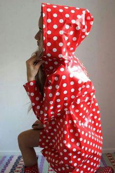 Vinyl Raincoat, Pvc Raincoat, Hooded Raincoat, Rain Slicker Womens, Imper Pvc, Rainy Day Fashion, Rubber Raincoats, Plastic Pants, Plastic Mac