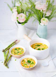 Cuisinez les légumes nouveaux dans un délicieux curry vegan et parfumé réalisé avec une pâte de curry faite maison.