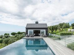 could this pool and pool house be any more perfect!
