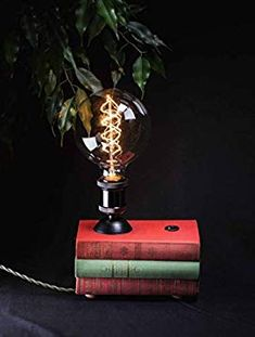 Handmade Vintage Style Upcycled Unique Retro Design Lampe Unikat: Amazon.de: Handmade Book Lamp, Vintage Designs, Christmas Ornaments, Retro, Holiday Decor, Home Decor, Decoration Home, Room Decor, Christmas Jewelry