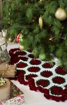 Victorian Tree Skirt FREE crochet pattern