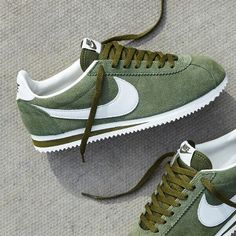 Shoes and Money Nike Classic Cortez, Zapatillas Nike Huarache, Zapatillas Casual, Sneakers Mode, Sneakers Fashion, Shoes Sneakers, Men's Shoes, Cute Shoes, Me Too Shoes