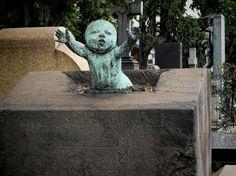 Wow....wish I knew the story behind this one. Cimitero Monumentale di Milano, photo: Denis Izotov