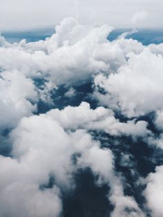 Find images and videos about white, blue and sky on We Heart It - the app to get lost in what you love. Above The Clouds, Sky And Clouds, Beautiful Sky, Beautiful World, Cute Wallpapers, Wallpaper Backgrounds, Look At The Sky, Sky Aesthetic, Jolie Photo