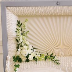 Send your condolences with funeral flowers. Wreaths, crosses, baskets as well as large standing funeral sprays and casket sprays. Casket Flowers, Grave Flowers, Cemetery Flowers, Funeral Flowers, Arrangements Funéraires, Funeral Floral Arrangements, Funeral Caskets, Funeral Sprays, Memorial Flowers