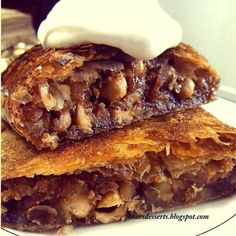 Elmalı Strudel – Pınar Ünlütürk Bugün sizlere lezzetli mi… Apple Strudel – Pınar Ünlütürk Today I want to give you a delicious and delicious Strudel recipe. Although Strudelin is known as the homeland of Austria, the oldest known… Continue Reading → Turkish Recipes, Italian Recipes, Köstliche Desserts, Dessert Recipes, Cake Recipes, Strudel Recipes, Turkish Sweets, Apple Strudel, Food Tags