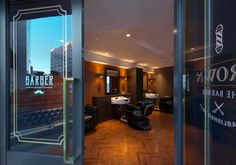 CROWN THE BARBER(大阪府) | 美容室・理容室の設計・施工事例 | タカラベルモント株式会社 | サロン開業・経営情報サイト tb-net