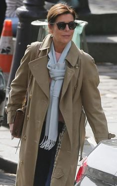 Grace Kelly Style, Princess Grace Kelly, Princess Stephanie, Trench Burberry, Diana, Monaco Princess, Ugly Dresses, Monaco Royal Family, Ageless Beauty