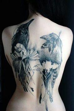 Tatuajes de cuervos y serpientes: Tatuaje de cuervos gemelos (en espalda)