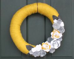 Yarn Wreath 14 Yellow White and Gray Wreath with Felt by cozymade Wreaths For Front Door, Door Wreaths, Yarn Wreaths, Burlap Wreaths, I Need A Hobby, Diy Crafts Knitting, Felt Flowers, Wool Yarn, 4th Of July Wreath