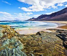 Winterzon + Fuerteventura = GENIETEN Vlieg met TUIfly naar dit schitterende eiland en slaap in een 3*** hotel✨  Vamosss! https://ticketspy.nl/deals/even-helemaal-weg-8-dagen-genieten-van-de-winterzon-op-fuerteventura-e249/